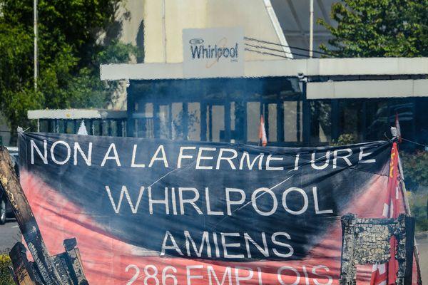 L'entrée de l'usine Whirlpool lors d'une manifestation des salariés contre la fermeture du site, le 25 avril 2017.