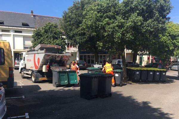 La CARENE a conclu un partenariat avec Véolia pour un véhicule pouvant vider les conteneurs au Petit Maroc