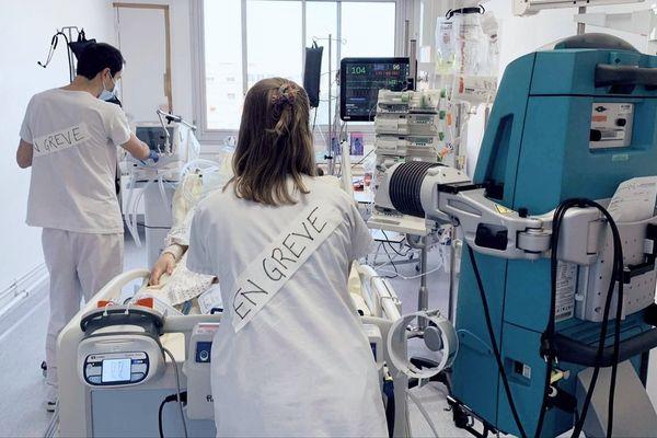 """""""Je pars. Je déménage, je vais faire de la formation, déclare Elisabeth infirmière en soins intensifs en cardio à Toulouse. C'est fini pour moi !""""."""