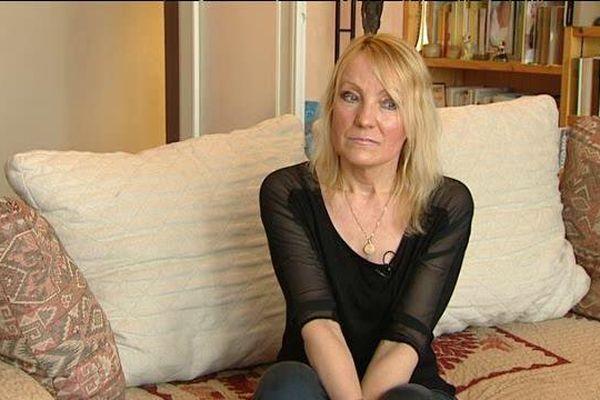 Gala Renaud, la veuve du clermontois Michel Renaud assassiné au siège de Charlie Hebdo en janvier 2015, porte plainte pour la deuxième fois contre le journal satirique pour abus de confiance.