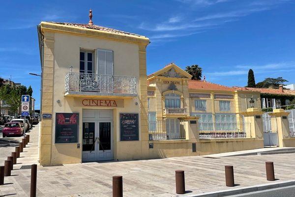 Ici à l'Éden Théâtre, depuis 1899 des films sont projetés.