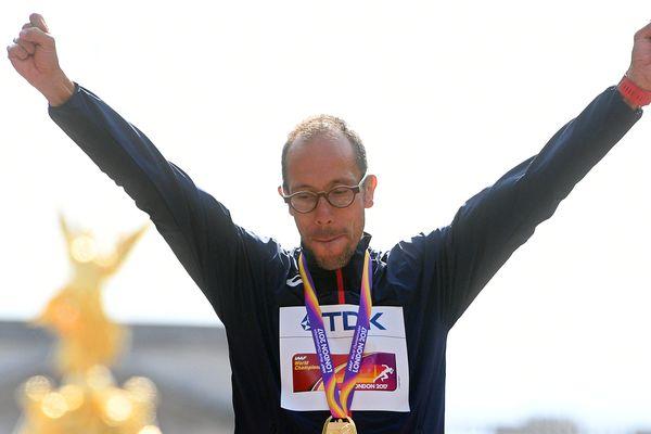 Yohann Diniz a remporté le 50 km marche avec plus de huit minutes d'avance sur le second, un exploit.