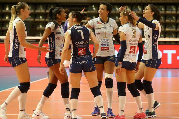 Le RC Cannes se qualifie pour la finale du Championnat de France de Volley-ball en battant Le Cannet (3-0), le 5 mai 2019