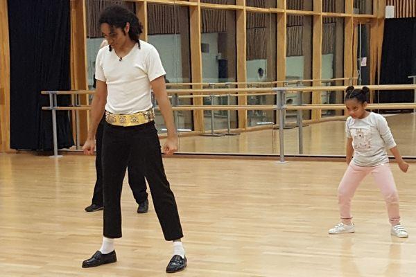 Epernay Matis Jackson Le Sosie De Michael Jackson Qui Imite La Star A La Perfection