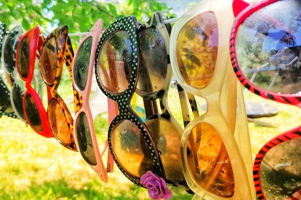 Les lunettes de soleil sont de sortie