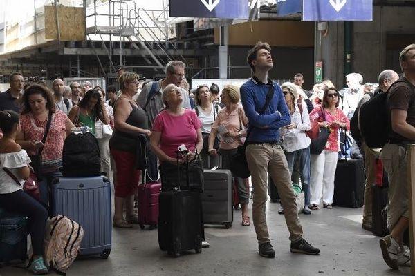 Les voyageurs doivent s'armer de patience