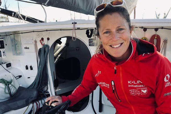 La britannique Samantha Davies sur son Imoca Initiatives Coeurs à Saint-Malo, à quelques jours du départ de la Route du Rhum 2018.