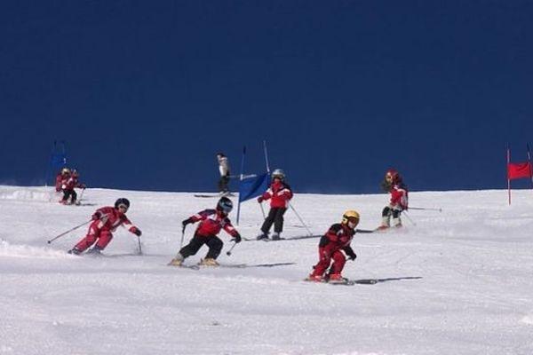 Font-Romeu (Pyrénées-Orientales) - skieurs - archives