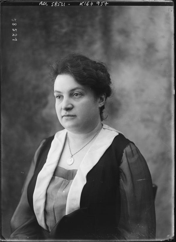 Alice Milliat a créé la Fédération sportive féminine internationale et les Jeux féminins.