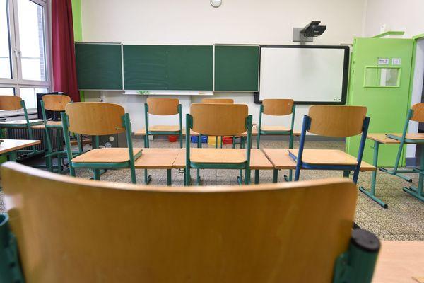 Une salle de classe vide. (Illustration)