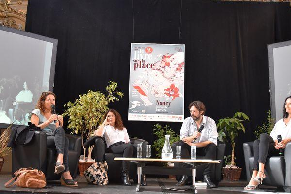 Mazarine Pingeot à gauche, Karine Tuil au centre et Isabelle Desesquelles à doite.