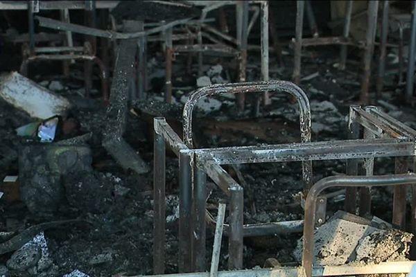 Après l'incendie de la nuit du 31 octobre au 1er novembre, l'école Les Tamaris doit être entièrement rasée puis reconstruite.