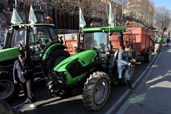 Les agriculteurs de la Haute-Garonne avec la FDSEA 31 vont manifester ce soir, jeudi 1er avril, avant l'opération escargot du jeudi 8 avril sur le périphérique toulousain.