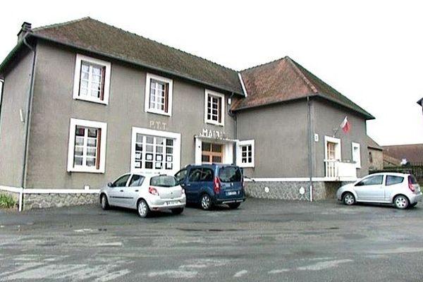 La femme de 43 ans a été violemment frappée dans un appartement loué par son compagnon situé au-dessus de la mairie de Saint-Fiel