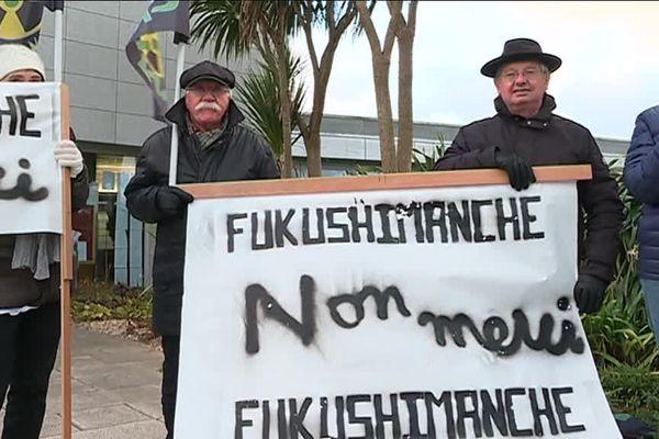 Des militants anti-nucléaires protestent contre la venue d'un représentant de Tepco