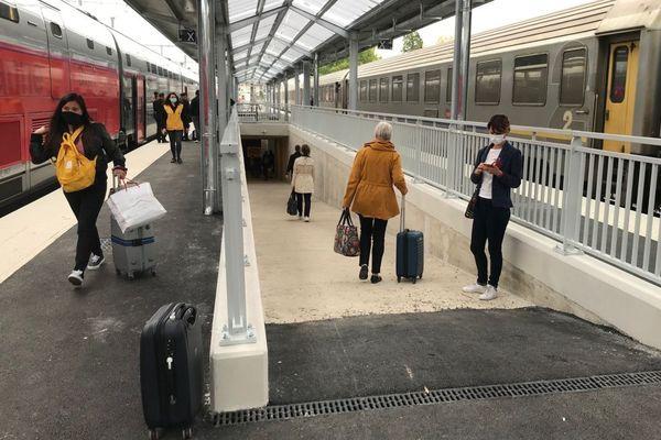 A la gare de Dijon-Ville, les escaliers menant aux quais 4 (voies G/H) et 5 (voies I/J) ont été remplacés par des rampes d'accès.
