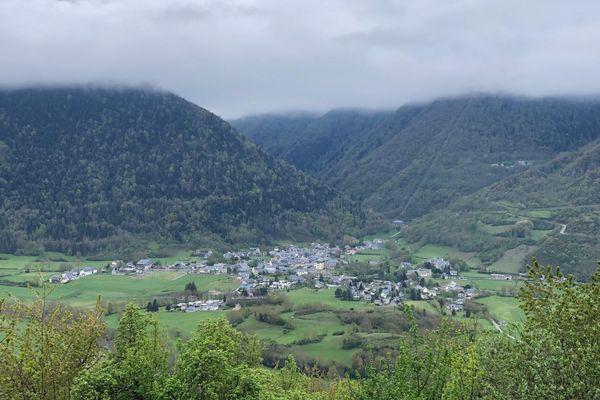 Un village dans la vallée du Louron dans les Hautes-Pyrénées. L'ours Goiat a tué plusieurs agneaux dans ce secteur