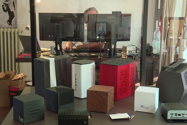Toulouse - Les ordinateurs de la société Bleujour sont conçus, fabriqués et assemblés en France. Seules leurs cartes-mères viennent pour l'instant d'Asie.