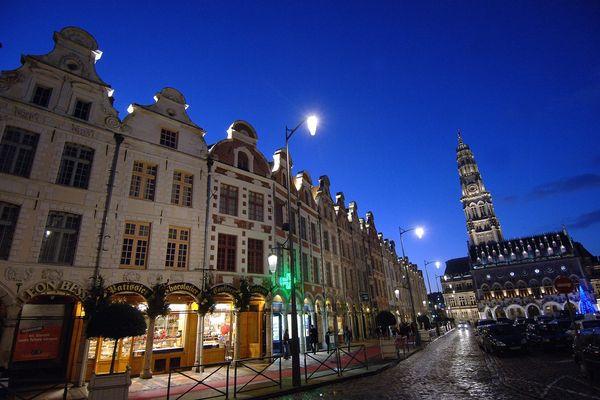 Le beffroi de l'hotel de ville d'Arras, préfecture du Pas-de-Calais.