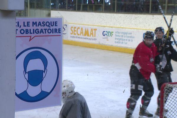 L'équipe de hockey-sur-glace des Pionniers de Chamonix craint les conséquences économiques de la crise sanitaire.