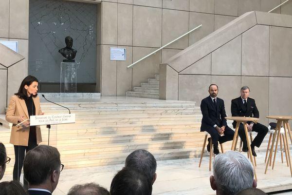 Le Premier Ministre Edouard Philippe présent au Conseil Régional des Pays de la Loire, accueilli par la présidente de région Christelle Morançais, le 8 février 2019