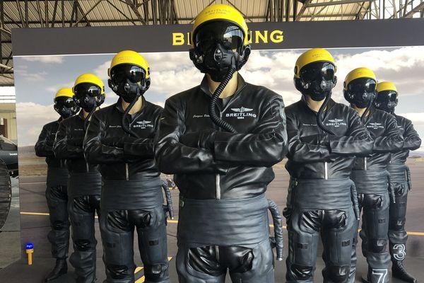 Jacques Bothelin est le manager d'une équipe de 7 pilotes expérimentés. Ils forment la Breitling Jet Team, la première patrouille acrobatique civile au monde volants sur jets.