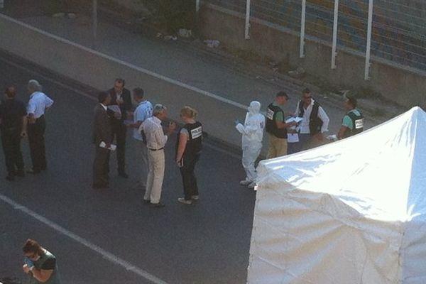 Les enquêteurs avenue Jean-Paul Sartre à Marseille, après le meurtre - photo Olivier Chartier-Delègue