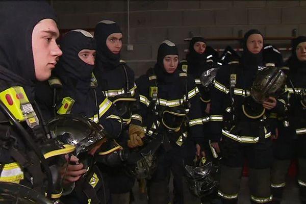 Dans un contexte très difficile pour les soldats du feu, jeudi 7 février, la caserne de Thionville a formé dix-huit pompiers, qui passeront caporal au printemps.