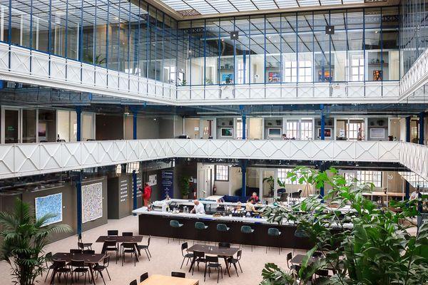 La Halle Héméra, nouvel espace de co-working bordelais installé dans l'atrium de l'ancienne usine Marie Brizard