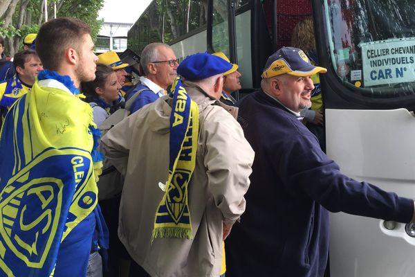 Environ 2.500 supporters ont quitté l'Auvergne, dimanche 4 juin, direction la finale ASM-Toulon. Une cinquantaine de bus ont été mobilisés pour transporter une partie de la Yellow Army.