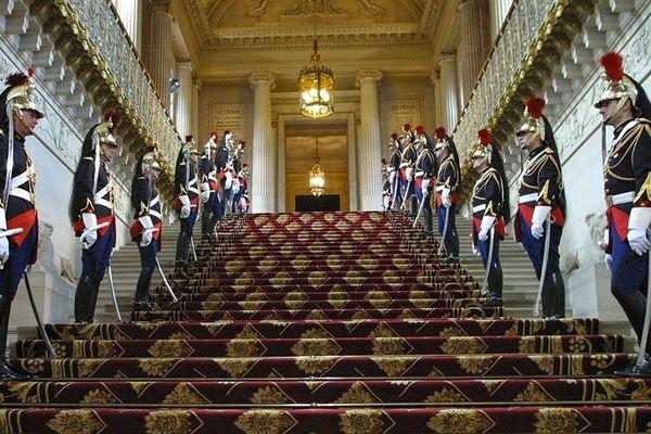 le Palais du Luxembourg abrite le Sénat. Classé au titre des Monuments historiques, il est composé de quatre corps de bâtiments entourant une vaste cour centrale. Les 14 et 15 septembre venez découvrir le fonctionnement de l'hémicycle du Sénat !