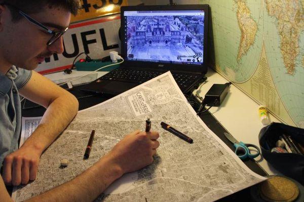 Pablo Raison passe en ce moment jusqu'à dix heures chaque jour à sa table de travail.