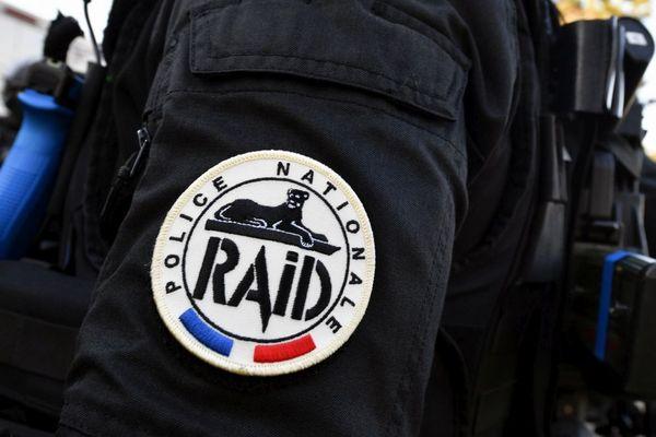 Dimanche 12 avril, à Cusset, dans l'Allier, les policiers du RAID sont intervenus suite à l'appel d'une habitante au sujet de son mari.