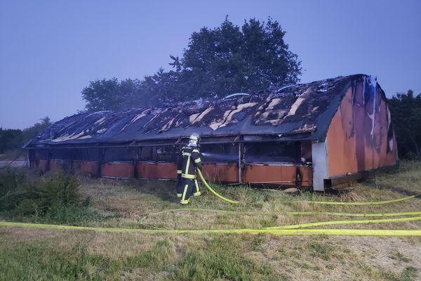 Les sapeurs-pompiers des Deux-Sèvres ont été mobilisés pour maîtriser un incendie dans un bâtiment d'élevage, mardi 15 juin dans la soirée à Largeasse.