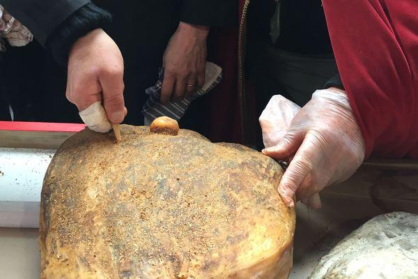L'os de péroné de cheval toujours utilisé pour le sondage du jambon