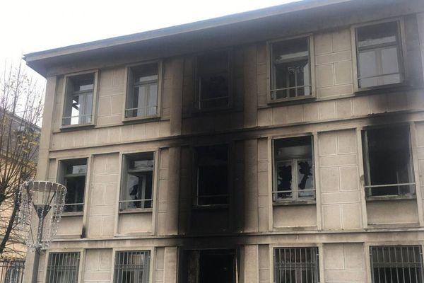 12 interpellations ont eu lieu après l'incendie de la Préfecture de Haute-Loire au Puy-en-Velay
