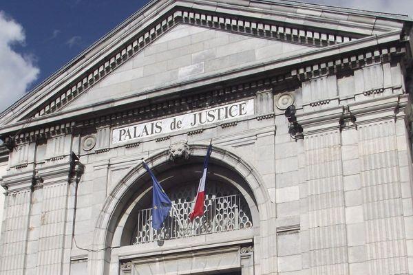 """Le procès des deux policiers palois avait dû être """"dépaysé"""" à Tarbes."""