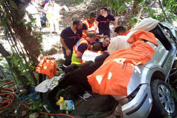 Gagnières (Gard) - une voiture chute de 10 mètres en contre-bas de la chaussée - 15 août 2018.