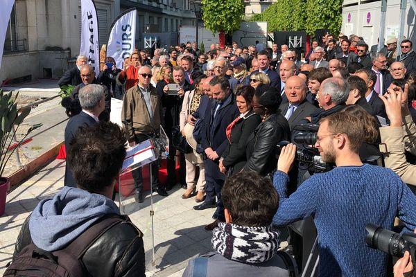 """Le maire de Tours, Christophe Bouchet, a officialisé le début des travaux du projet """"Porte de Loire"""" ce matin."""