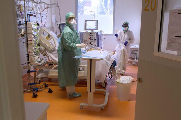 Au CHU de Montpellier, le personnel soignant fait face à une recrudescence de cas de covid-19 - octobre 2020