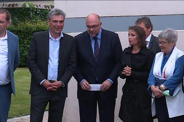 Stéphane Travert (avec à ses côtés le député Sébastien Jumel)  en visite près de Dieppe