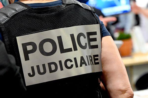 Un membre de la police judiciaire