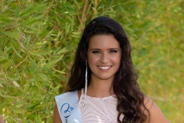 Après avoir gagné le concours de miss Beaucaire il y a quelques semaines, Lola Brengues récidive. Elle est devenue le 4 août à Marseillan miss Languedoc-Roussillon et intègre ainsi la liste des prétendantes à la victoire finale du concours national de Miss France à Lille en décembre prochain.