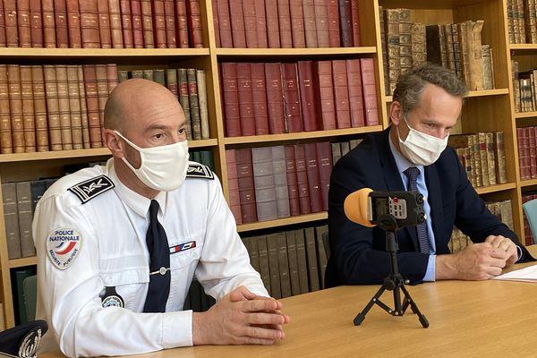 Yves Cellier, patron de la police du Doubs et Etienne Manteaux, procureur de Besançon.