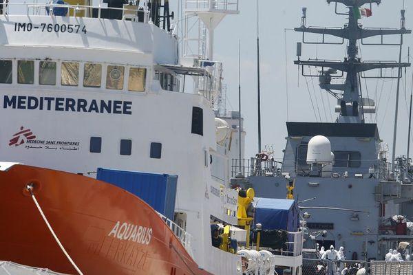 L'Aquarius, lors de son arrivée dans le port de Valence (Espagne), dimanche 17 juin. Photo AFP/Paul Barrena