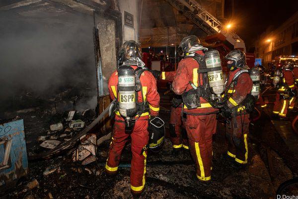 Une cinquantaine de pompiers ont été mobilisés le 2 mai pour éteindre un incendie dans un restaurant du XIVe arrondissement.