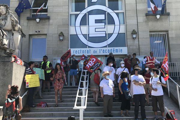 Une quarantaine d'enseignants étaient réunis devant le rectorat de l'académie de Reims ce mercredi 24 juin