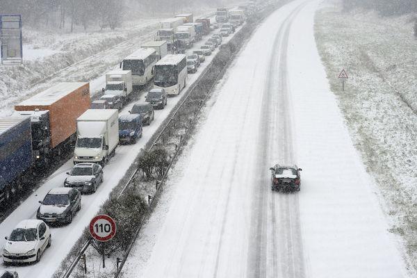 La neige avait paralysé la circulation sur la RN 118 le 12 mars 2013.