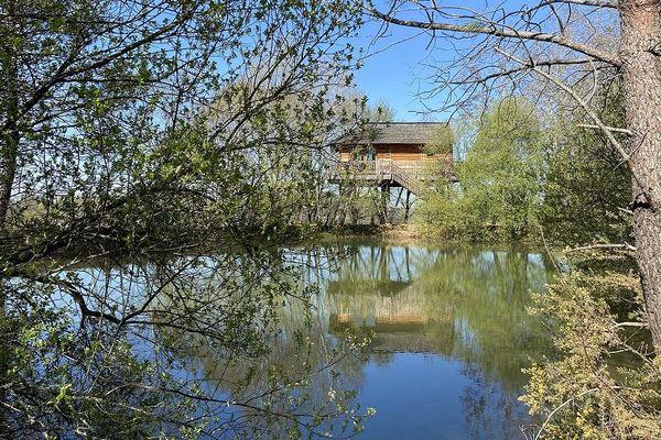 L'une des six cabanes perchées de Rémi Gipoulou à Capdrot en Dordogne.