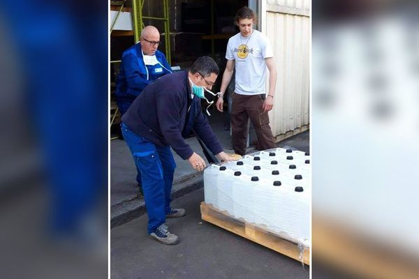 Une distillerie d'Aurillac a fait don de son stock d'alcool au centre hospitalier pour les aider à lutter contre l'épidémie de Coronavirus COVID 19.